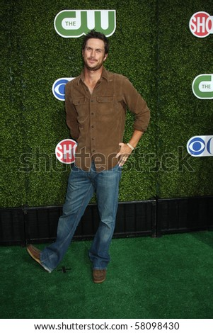 LOS ANGELES - JUL 28:  Oliver Hudson arrives at the 2010 CBS, The CW, Showtime Summer Press Tour Party  at The Tent Adjacent to Beverly Hilton Hotel on July28, 2010 in Beverly Hills, CA ...