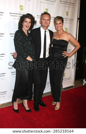 LOS ANGELES - JUN 2:  Gabby Hoffmann, Roy Price, Melora Hardin at the United Friends of the Children Brass Ring Awards Dinner at the Beverly Hilton Hotel on June 2, 2015 in Beverly Hills, CA