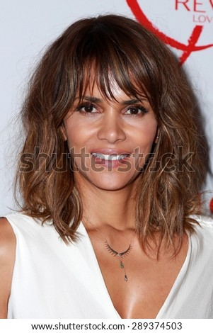los angeles jun 3 halle berry at the halle berry and revlon celebrate achievements