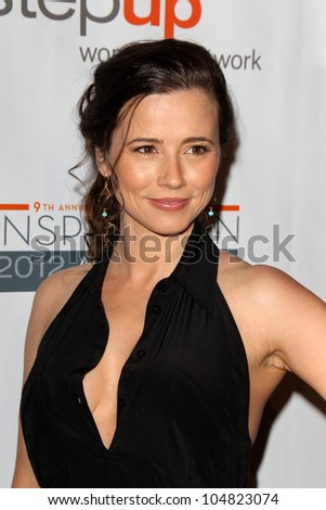 LOS ANGELES - JUN 8:  Linda Cardellini arriving at StepUp Women's Network Inspiration Awards at Beverly Hilton Hotel on June 8, 2012 in Beverly Hills, CA