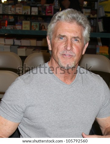 "LOS ANGELES - JUN 21:  Michael Swan at a booksigning for ""THE YOUNG AND RESTLESS LIFE OF WILLIAM J. BELL"" at Barnes & Noble - The Grove on June 21, 2012 in Los Angeles, CA"