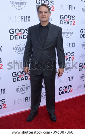 LOS ANGELES - MAR 21:  Jon Lindstrom arrives to the God's Not Dead 2 Los Angeles Premiere  on March 21, 2016 in Los Angeles, CA