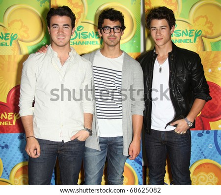 LOS ANGELES - MAY 15:  Jonas Brothers arrives to Disney|ABC Television Group Summer Press Junket on May 15, 2010 in Burbank, CA