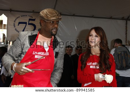 LOS ANGELES - NOV 23:  Blair Underwood; Jennifer Love Hewitt at the LA Mission Thanksgiving Meal Service at LA Mission on November 23, 2011 in Los Angeles, CA