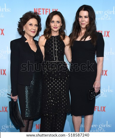 LOS ANGELES - NOV 18:  Kelly Bishop, Alexis Bledel and Lauren Graham arrives to the Netflix's 'Gilmore Girls: A Year In The Life' Premiere on November 18, 2016 in Westwood, CA