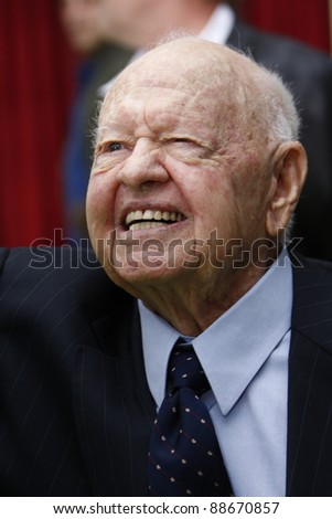 LOS ANGELES - NOV 12: Mickey Rooney at the world premiere of 'The Muppets' held at the El Capitan Theater on November 12, 2011 in Los Angeles, California