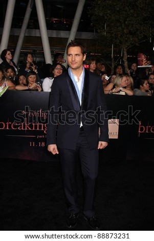 "LOS ANGELES - NOV 14:  Peter Facinelli arrives at the ""Twilight: Breaking Dawn Part 1"" World Premiere at Nokia Theater at LA LIve on November 14, 2011 in Los Angeles, CA"