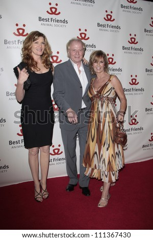 LOS ANGELES - NOV 13: Rene Russo, Wolfgang Petersen and wife at the 15th annual Lint Roller Party at the Palladium in Hollywood on 13 November 2008 in Los Angeles, California