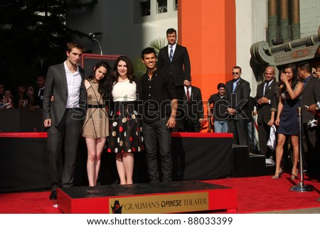 LOS ANGELES - NOV 3:  Robert Pattinson, Kristen Stewart, Stephanie Meyers, Taylor Lautner at the Handprint and Footprint Ceremony at Grauman's Chinese Theater on November 3, 2011 in Los Angeles, CA