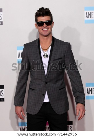LOS ANGELES - NOV 20:  Robin Thicke arrives to the American Music Awards 2011  on November 20, 2011 in Los Angeles, CA