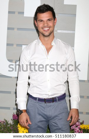 LOS ANGELES - NOV 5:  Taylor Lautner at the 33rd Breeder's Cup World Championship at the Santa Anita Park on November 5, 2016 in Arcadia, CA
