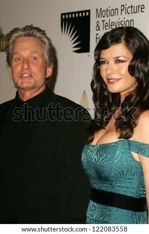 LOS ANGELES - NOVEMBER 18: Michael Douglas and Catherine Zeta Jones at the 2nd Annual A Fine Romance, Hollywood and Broadway Musical Fundraiser in November 18, 2006 in Hollywood, CA.