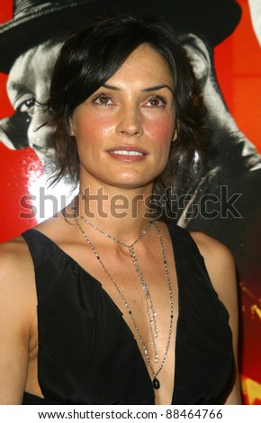 LOS ANGELES - OCT 23: Famke Janssen at the premiere of 'I Spy' at the Arclight Theater on October 23, 2002 in Los Angeles, California