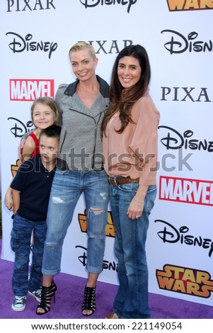 LOS ANGELES - OCT 1:  Kylie Rogers, Dezi Calvo, Jaime Pressly, Jamie-Lynn Sigler at the VIP Disney Halloween Event at Disney Consumer Product Pop Up Store on October 1, 2014 in Glendale, CA