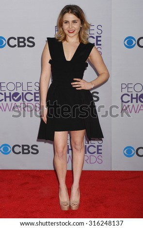 LOS ANGELES - OCT 4:  Mae Whitman arrives at the 2013 Peoples Choice Awards  on January 9, 2013 in Los Angeles, CA