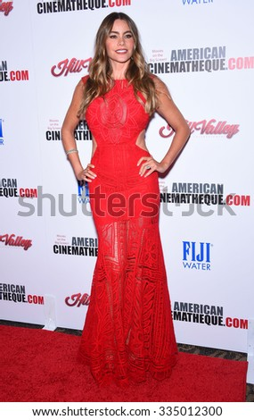 LOS ANGELES - OCT 30:  Sofia Vergara arrives to the American Cinematheque honors Reese Witherspoon  on October 30, 2015 in Hollywood, CA.
