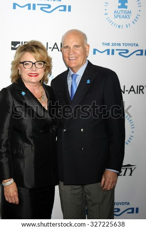 LOS ANGELES - OCT 8:  Suzanne Wright, Bob Wright at the Autism Speaks Celebrity Chef Gala at the Barker Hanger on October 8, 2015 in Santa Monica, CA