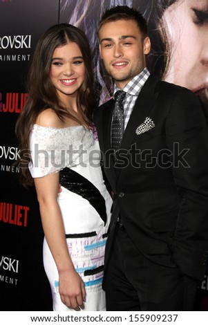 LOS ANGELES - SEP 24:  Hailee Steinfeld, Douglas Booth at the Romeo & Juliet Premiere at ArcLight Hollywood Theaters on September 24, 2013 in Los Angeles, CA