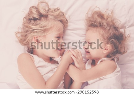 Sister come to brother bed