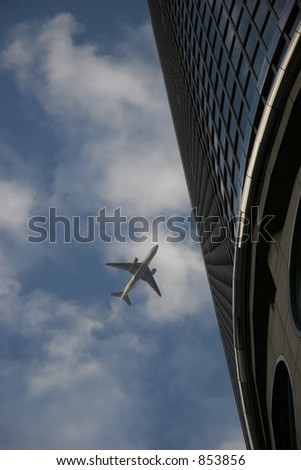 Low flying airplane in Los Angeles