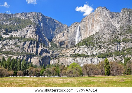 Lower and Upper Yosemite Falls from  Cook's Meadow Loop, Yosemite National Park, USA