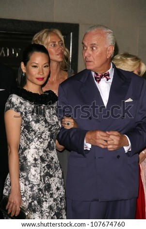 Lucy Liu and Manolo Blahnik  at the Rodeo Drive Walk of Style Award Gala. Rodeo Drive, Beverly Hills, CA. 09-25-08