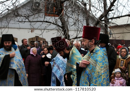 LUGANSK - NOV 4: religious procession dedicated to the 400 anniversary of the liberation of Russia from the Polish-Lithuanian invardes and end of Unrest, Lugansk, Ukraine, November 4, 2012