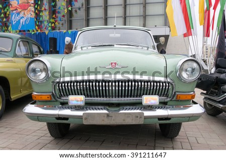 LUGANSK ,UKRAINE - FEBRUARY 25, 2016: Exhibition of vintage cars in the main square, headlight close-up