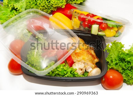 Lunch box with grilled chicken and vegetables
