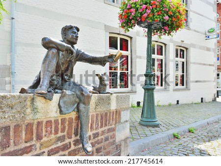 MAASTRICHT, NETHERLANDS-JULY 07, 2014: Statue of a boy and a dog or Pieke oet de Strokstraot illustrating the novel of Lambertus Cornelis - Ber Hollewijn - stock photo