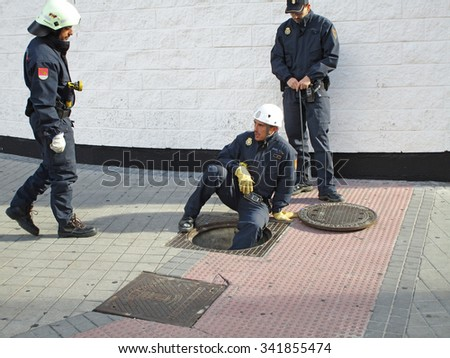 MADRID, SPAIN - NOVEMBER 21: Police inspecting the sewers of the streets before the football match Real Madrid - Barcelona after of the attacks in Paris on November 21, 2015 in Madrid, Spain.