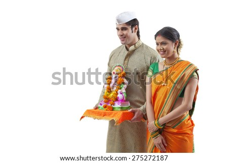 Maharashtrian couple with a Ganesh idol
