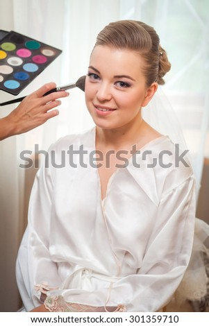 Make-up for bride before her wedding. Preparation.