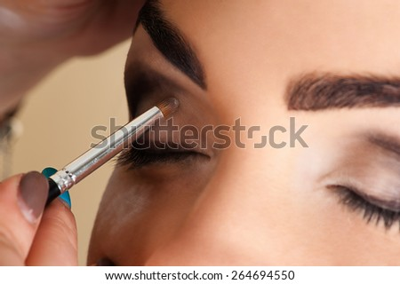 makeup artist working with the eye