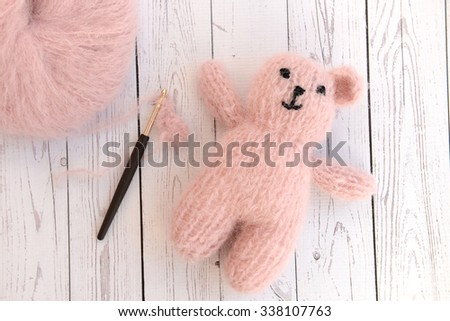 Making soft baby toy with yarn