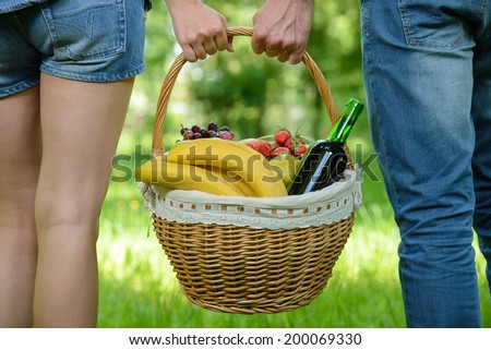 http://thumb1.shutterstock.com/display_pic_with_logo/2181548/200069330/stock-photo-man-and-woman-walk-on-picnic-in-park-holding-a-basket-of-food-200069330.jpg