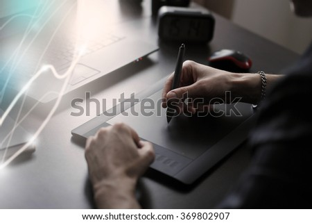 man draws on the tablet