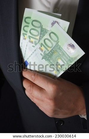 Man hides money in his pocket