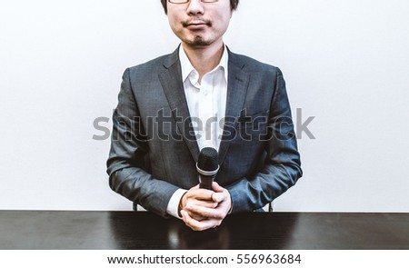 Man holding the microphone