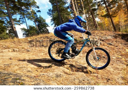 man riding a mountain bike outdoor. mountain bike. downhill