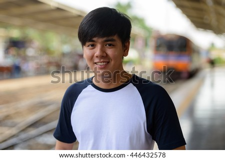 Man waiting train