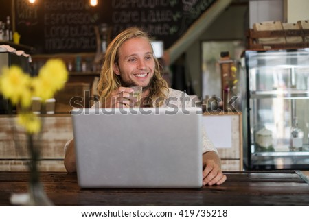 Man with a laptop sitting in a cafe