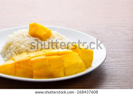 Mango sticky rice,thai food (Thai dessert)