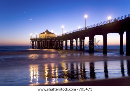 Manhattan Beach pier at twilight.