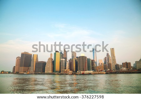 Manhattan cityscape with the Brooklyn bridge in the evening