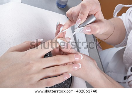 Manicure. Master make nail extension: drawing of the last layer