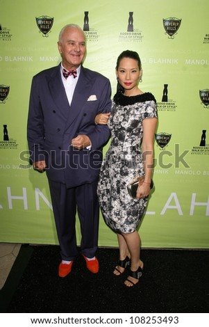 Manolo Blahnik and Lucy Liu   at the Rodeo Drive Walk of Style Award Gala. Rodeo Drive, Beverly Hills, CA. 09-25-08