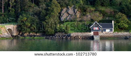 manufactured home on the shores of Lake