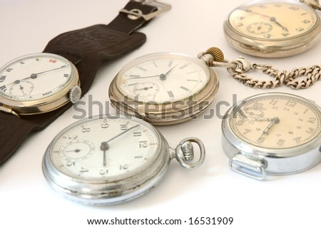 Many different old watches.