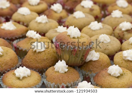 Many mini muffins with cream